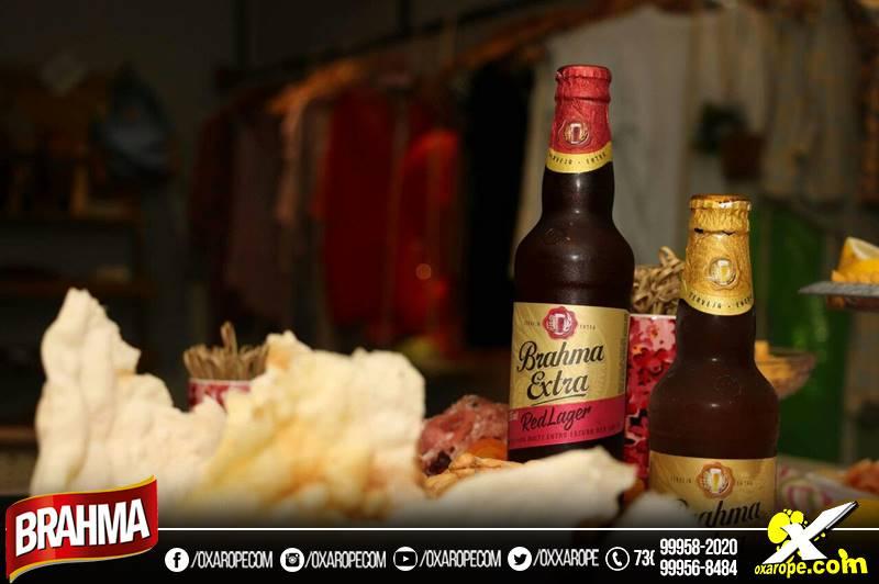 c90bbea11 A combinação de texturas dos pratos com os diferentes sabores de cerveja  deixam a refeição muito mais especial. A especialista afirma que a dica é  simples ...